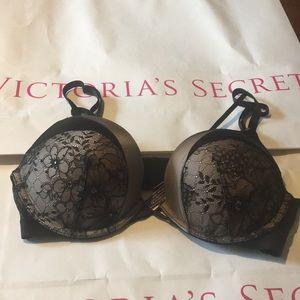 Victoria's Secret bombshell bra